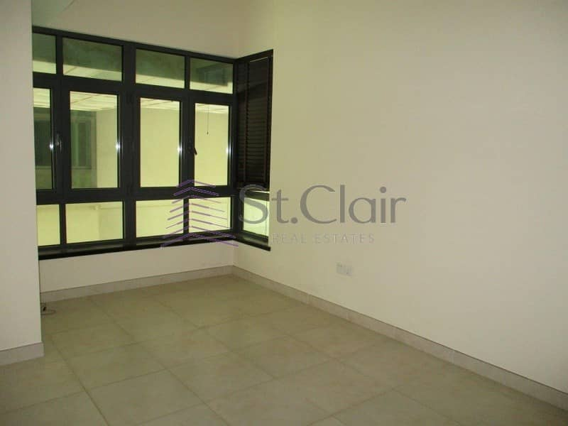 2 Spacious 1 Bed with Balcony | Full Lake View