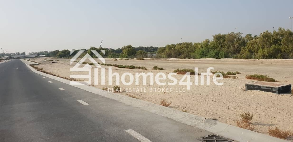 Huge plot with Golf course and lake view