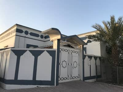3 Bedroom Villa for Sale in Al Ghafia, Sharjah - Clean and cheap house with empty land for sale