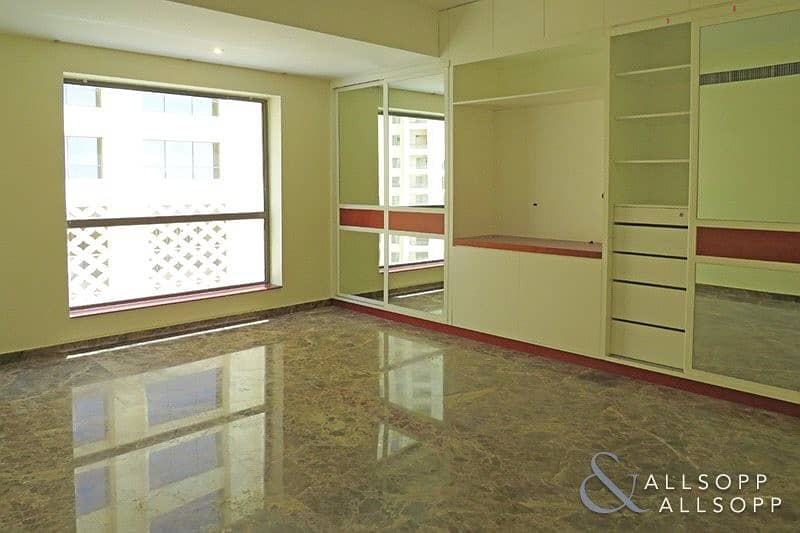 2 Sea View   Unfurnished   3 Bed   Vacant