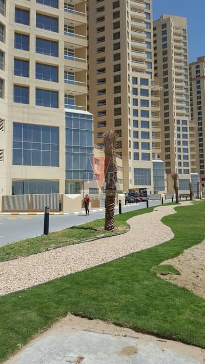 Hot offer in IMPZ lakeside one bed with parking and lake view