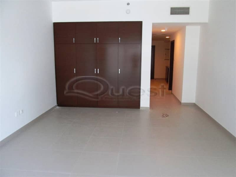10 Fully wardrobe Kitchen Studio with Parking and facilities