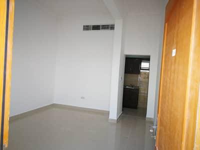 استوديو  للايجار في المشرف، أبوظبي - استيديو ديلوكس مدخل خاص وبدون عمولة مواقف مجانية داخلية وصيانة مجانية .