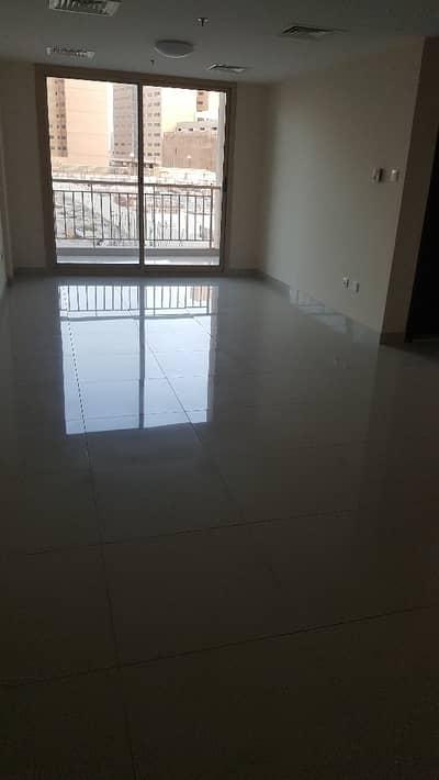 شقة 3 غرفة نوم للايجار في قرية جميرا الدائرية، دبي - شقة في برج مانهاتن دائرة قرية جميرا JVC 3 غرف 72000 درهم - 4249950