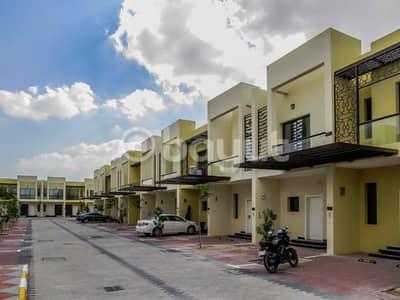 تاون هاوس 2 غرفة نوم للايجار في مجمع دبي الصناعي، دبي - تاون هاوس في صحارى ميدوز مجمع دبي الصناعي 2 غرف 49999 درهم - 4250559