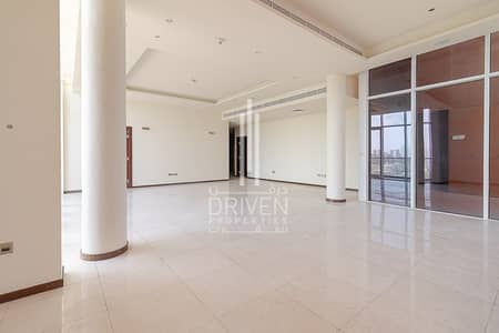 4 Bedroom Penthouse for Rent in Palm Jumeirah, Dubai - Vacant 4 Bedroom Penthouse with Sea View