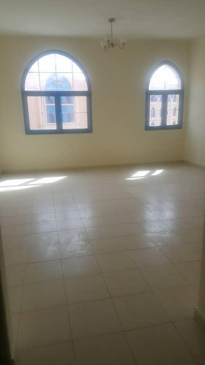 استوديو  للايجار في المدينة العالمية، دبي - شقة في طراز فارسي المدينة العالمية 20000 درهم - 4254292