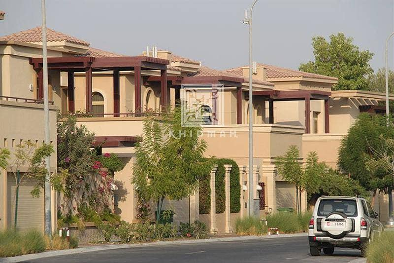 2 4 Bedroom villa available for sale in Golf Gardens