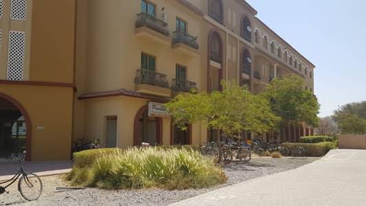 محل تجاري  للايجار في المدينة العالمية، دبي - محل تجاري في الحي الإسباني المدينة العالمية 26000 درهم - 4256327
