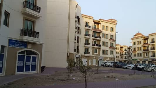 محل تجاري  للايجار في المدينة العالمية، دبي - محل تجاري في طراز اليونان المدينة العالمية 22000 درهم - 4064167