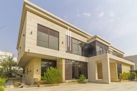 6 Bedroom Villa for Sale in Emirates Hills, Dubai - Luxurious Villa | 6 Bedroom | Corner Plot