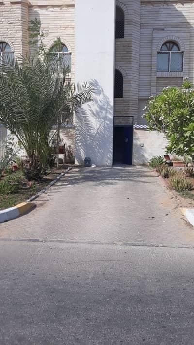 فلیٹ 4 غرف نوم للايجار في المشرف، أبوظبي - شقة للايجار 4غرف  غرفة خدامة  داخل فيلا