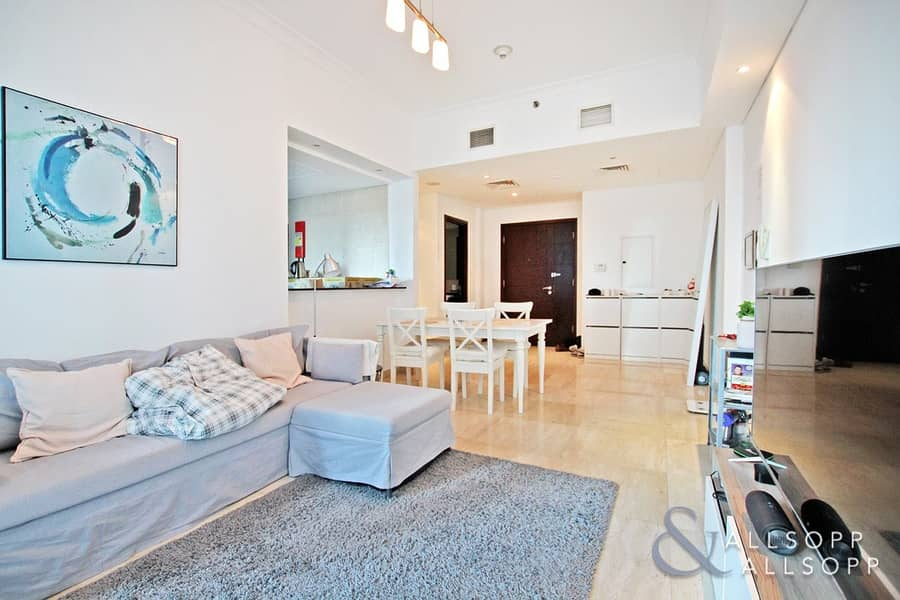 2 1 Bed | Immaculate | Close to the Beach