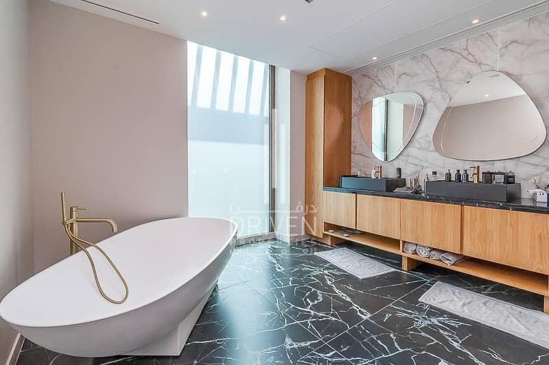 16 Luxurious 1BR Apt w/ Superb Views