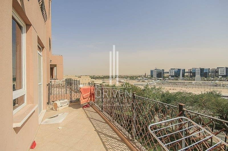 15 Upgraded and Bright 2BR with Garden View