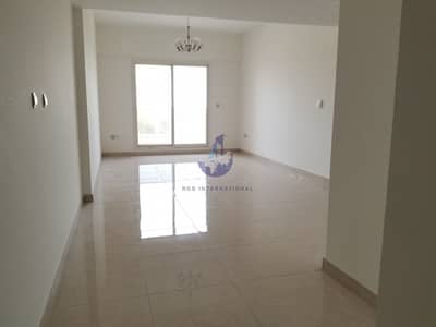 شقة 2 غرفة نوم للايجار في الفرجان، دبي - Spacious Living Area with Closed Kitchen and 2 Big Balconies in Al Furjan
