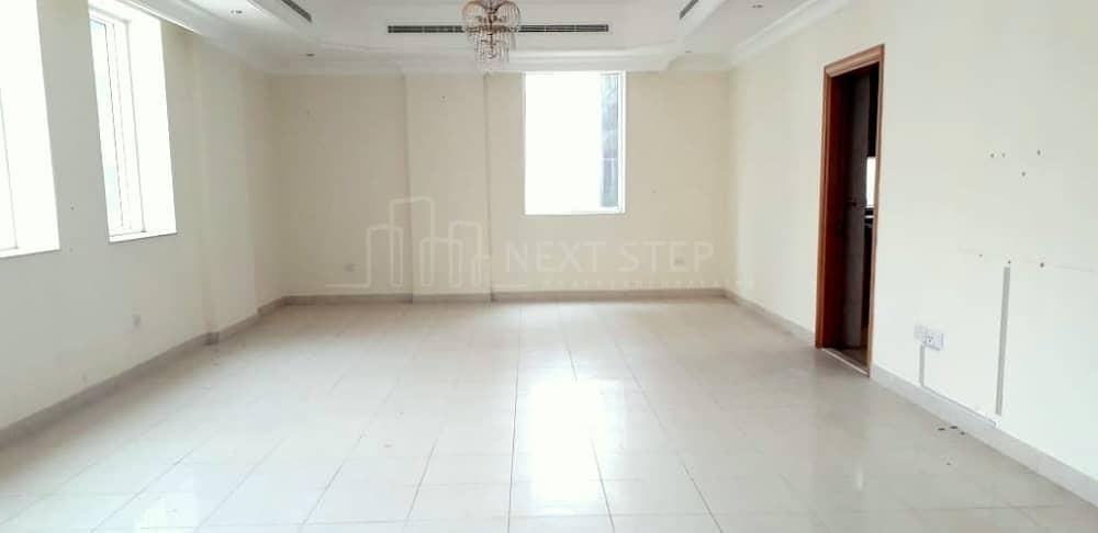 شقة في منطقة النادي السياحي 3 غرف 110000 درهم - 4265512