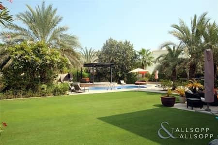 4 Bedroom Villa for Sale in The Meadows, Dubai - Exclusive 4BR | Private Pool | 13567 Plot