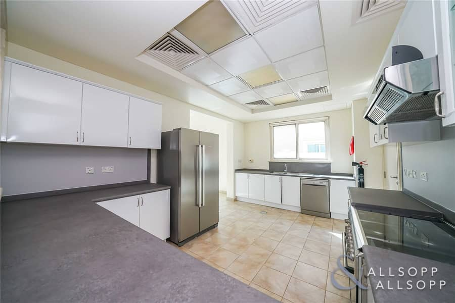 2 Vacant | Modified Kitchen | Pool | 5 Bed C2