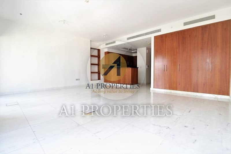 2 Cozy Bright Studio Apartment with SZR View