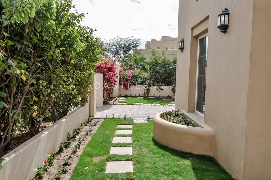 2 Spacious- Partially Upgraded- 5 bed+maids in Terranova