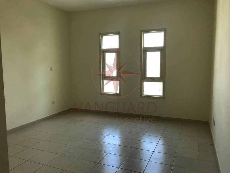 2 2BR+Study with Pool View - Chiller Free