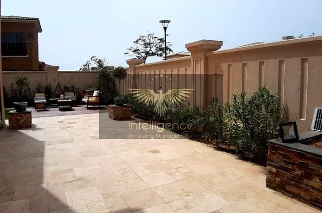 10 Exceptional Luxury Villa w/ Huge Garden!