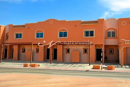 3 Bedroom Villa for Sale in Al Reef, Abu Dhabi - Enjoy Living In This Spacious Double Row Villa