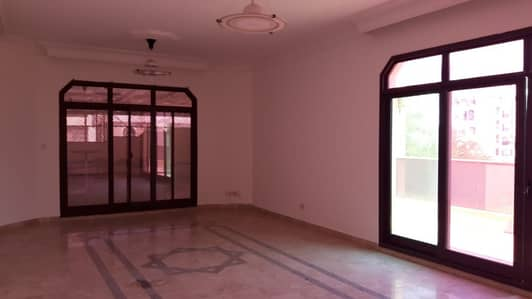 3 Bedroom Flat for Rent in Al Mushrif, Abu Dhabi - Penthouse Three Bedrooms Hall,Wardrobes,M. Room,Nice Kitchen,Pvt,Pool,Tow Parking At Delma Street.