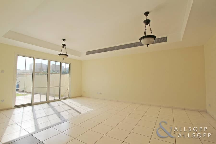 2 3 Bed | Opposite Pool and Park | Vacant