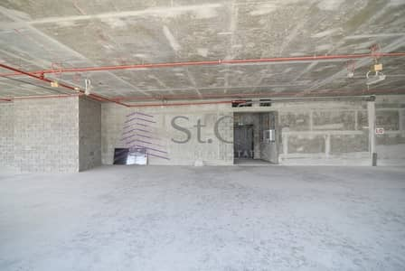 Shop for Rent in Business Bay, Dubai - Corner Shop | Prime Location | On Main Street