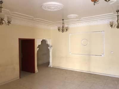 فیلا 6 غرف نوم للايجار في الجزات، الشارقة - فيلا كبيره  سته غرف  وصالتين في الجزات