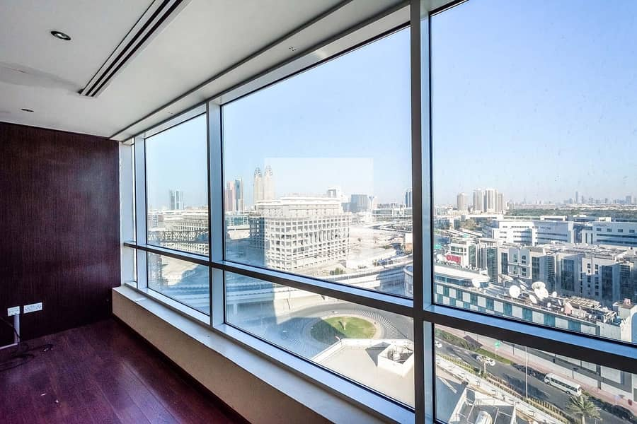 10 Fitted Office | Mid Floor | AC Included