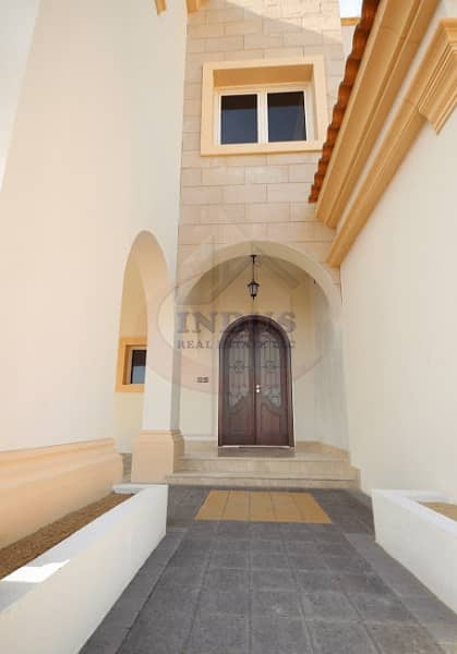 9 Distressed deal ! 3 Bedroom Townhouse in Redwood Park For Sale