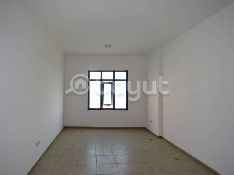 2 Chiller Free|Well Maintained 1 bed|Palace Tower 2