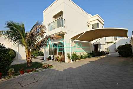 5 Bedroom Villa for Rent in Jumeirah, Dubai - ALMOST NEW 5 BED+M INDEPENDENT VILLA WITH PRIVATE POOL