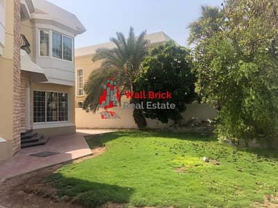 5 Bedroom Villa for Rent in Jumeirah, Dubai - Spectacular Canal View   Alluring   Delightful   Must See 