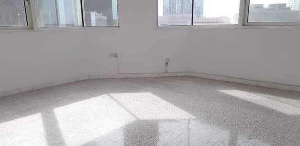 فلیٹ 3 غرفة نوم للايجار في منطقة النادي السياحي، أبوظبي - شقة في منطقة النادي السياحي 3 غرف 90000 درهم - 4286747