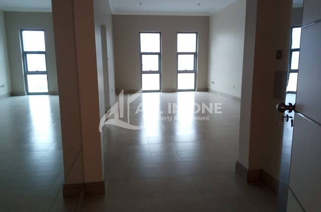Attractive! 3 Bedrooms + Maids Room with Parking!!
