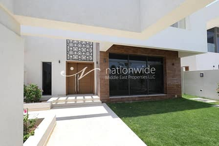 4 Bedroom Villa for Sale in Yas Island, Abu Dhabi - Live In This Enchanting 4 BR Villa in West Yas
