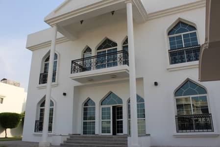 4 Bedroom Villa for Rent in Jumeirah, Dubai - NICE 4BR VILLA WITH LARGE GARDEN IN JUMEIRAH