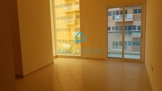 1 Bedroom Apartment for Rent in Dubai Silicon Oasis, Dubai - 980 Sq. Ft Spacious Bright 1 br w  Balcony and wardrobes