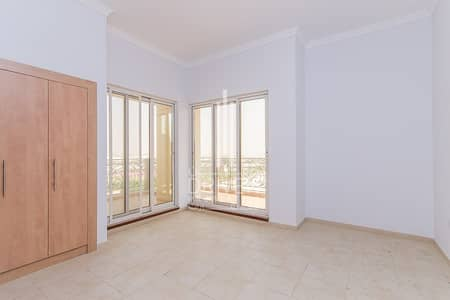 Well-kept and Spacious Unit with Balcony