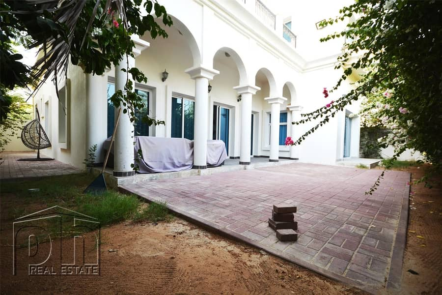 10 Custom Built Villa In Great Hacienda Location