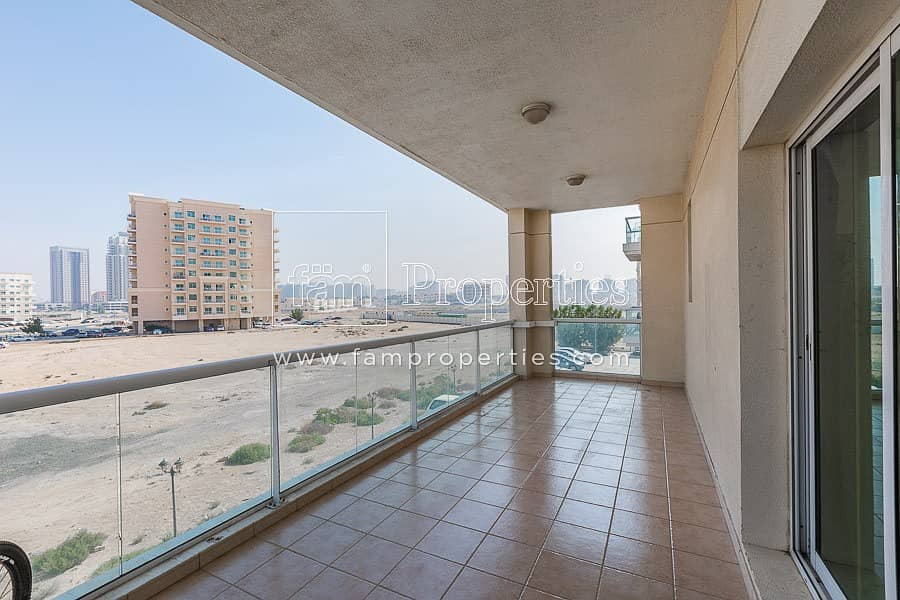 Vacant|Largest 1BR | Well Maintained | 2 Parkings