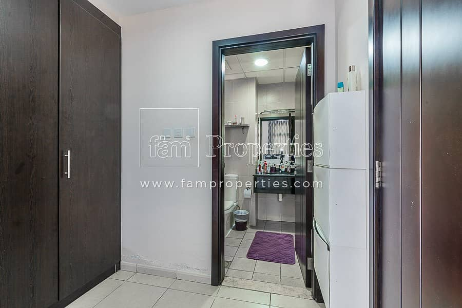 10 Vacant|Largest 1BR | Well Maintained | 2 Parkings