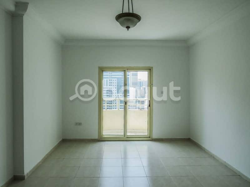 عرض ممتاز غرفتين وصاله في برج النهده 4 ، الشارقة. بدون عموله  وصيانة مجانا .