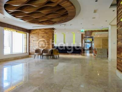 طابق تجاري  للايجار في شارع الشيخ زايد، دبي - الطابق التجاري للإيجار في فندق كارلتون داون تاون! (مطعم)