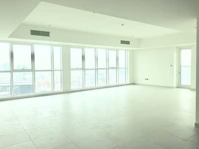 فلیٹ 4 غرفة نوم للايجار في شارع الكورنيش، أبوظبي - Huge living room | Brand new | Modern apartment