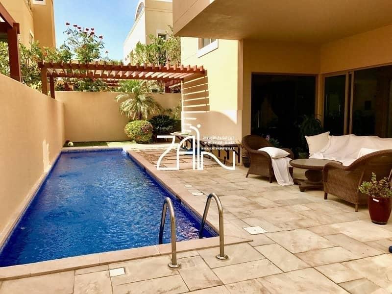 2 Corner 4BR Villa Great Location with Pool